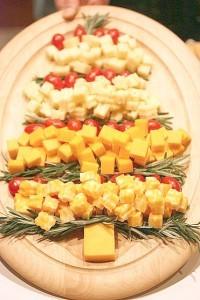 сырная нарезка в виде елочки
