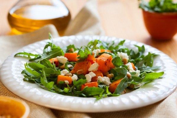 Осенний салат из запеченной тыквы с фетой