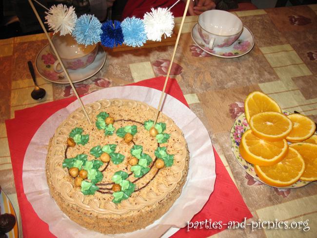 Украшение для торта из помпончиков