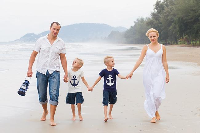 семейная фотосессия в морском стиле