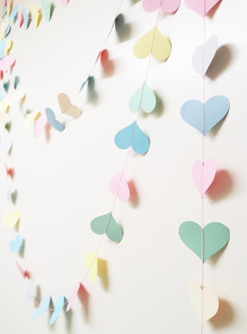 гирлянда из бумаги сердечки